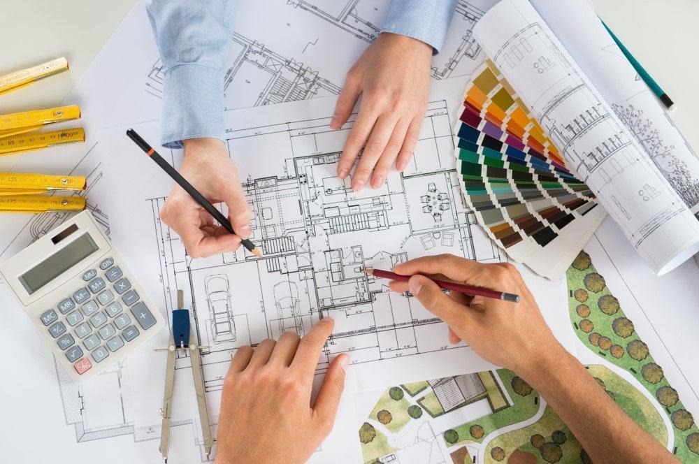 2 arkitekter der arbejder