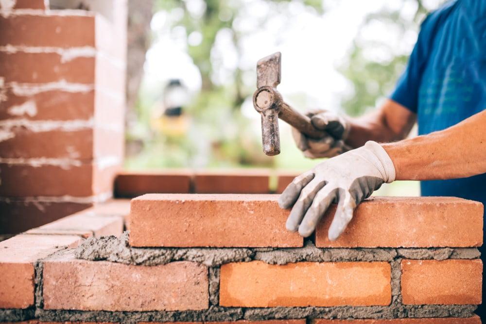 4 tips du kan gøre brug af for at finde den rigtige murer til dit byggeprojekt
