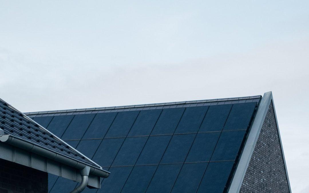 Hvor meget kan man spare ved brug af solceller?